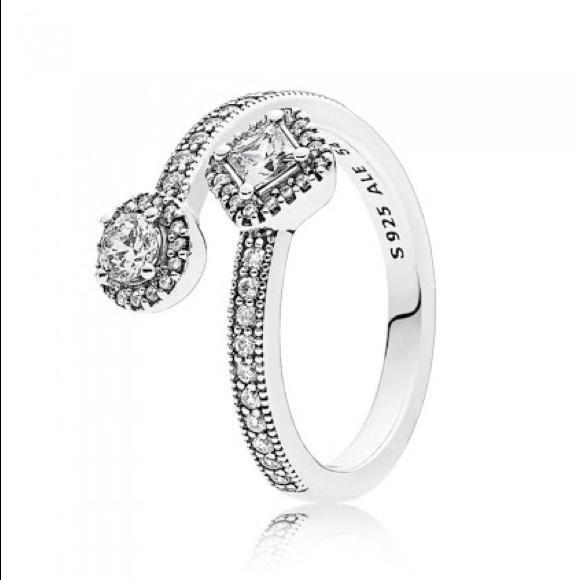 Pandora sparkling Square and Circle Ring Size 54/7